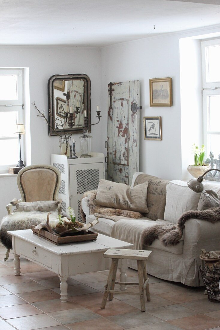 Cosy, shabby-chic living room in natural shades