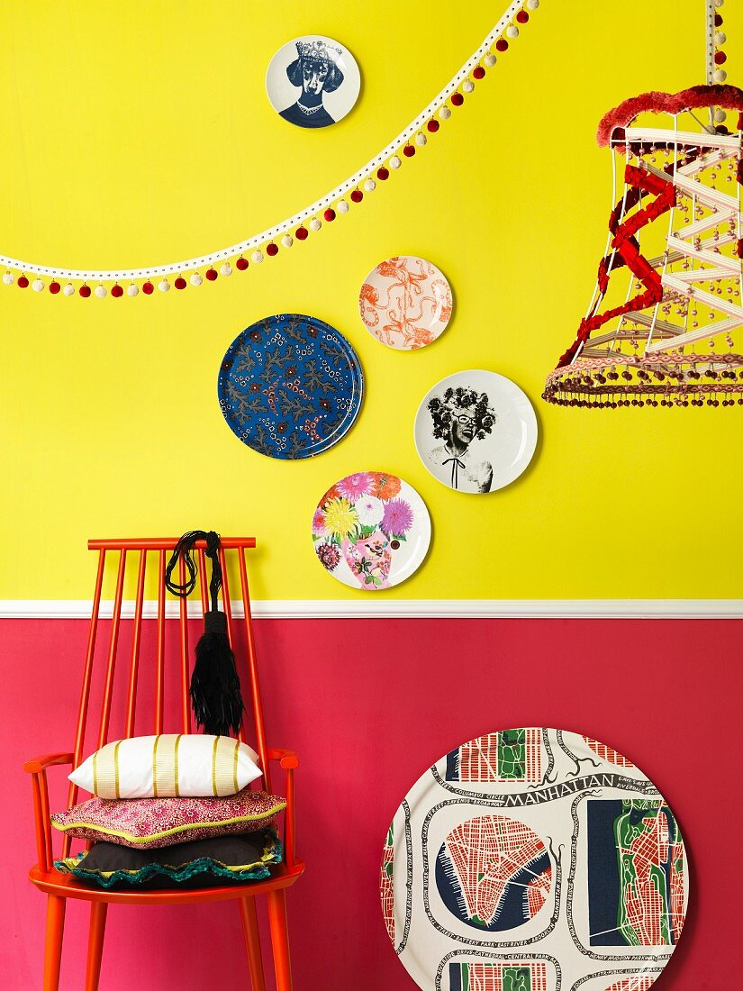 Colourful accessories in front of two-tone wall
