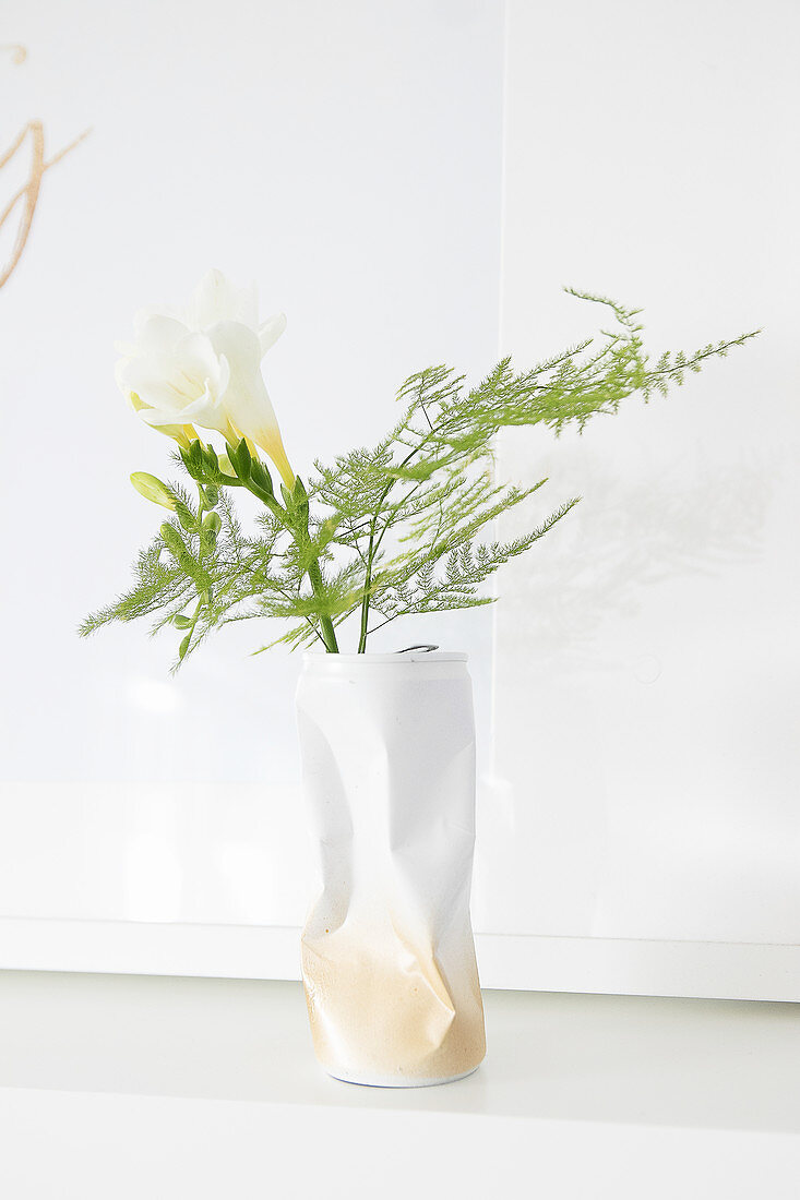 Gold and white vase hand-made from crumpled can