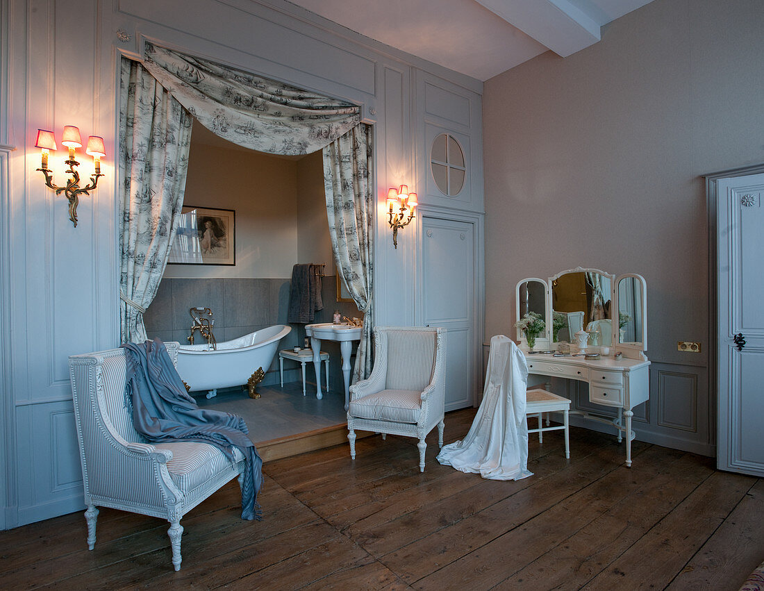 Baroque furniture in historical bathroom with bathtub in niche
