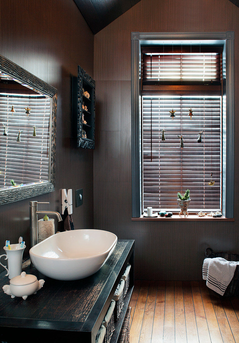 Window with louvre blinds in bathroom in shades of brown