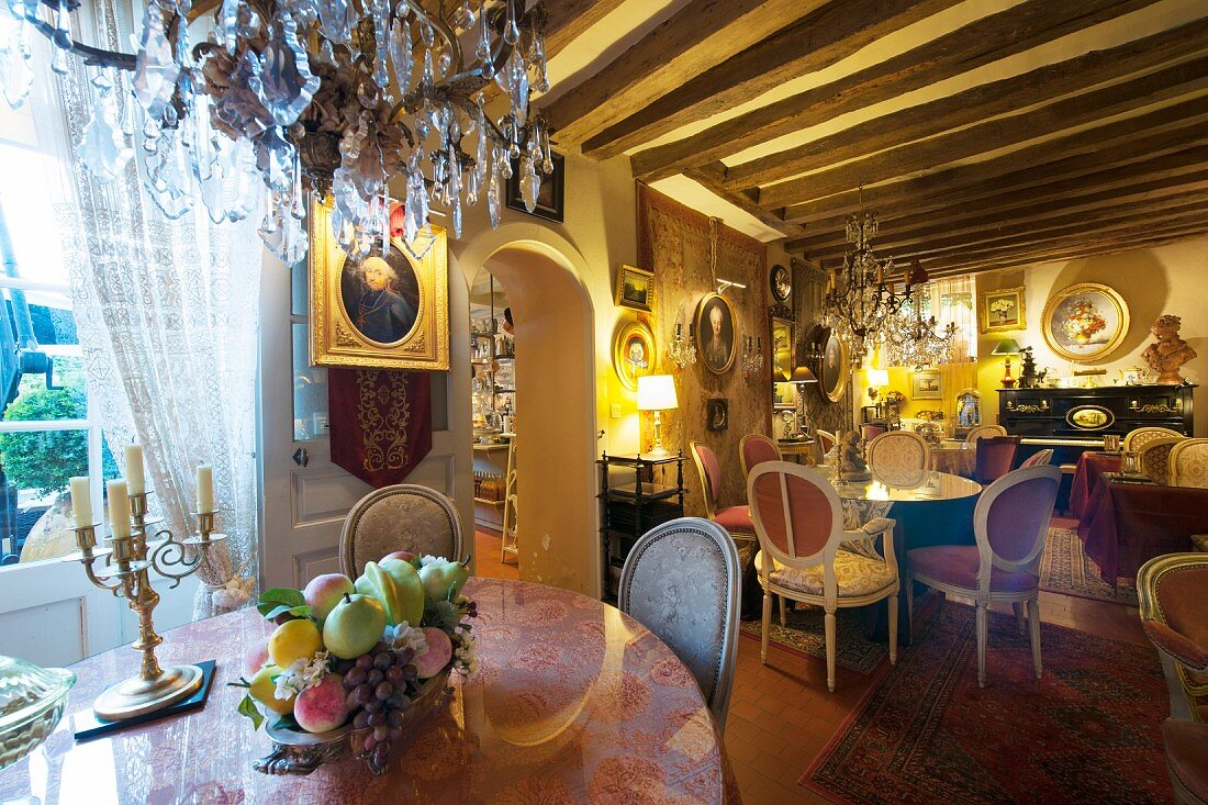 Cafe decorated with antique furniture, … – Buy image – 12338531 ❘  living4media