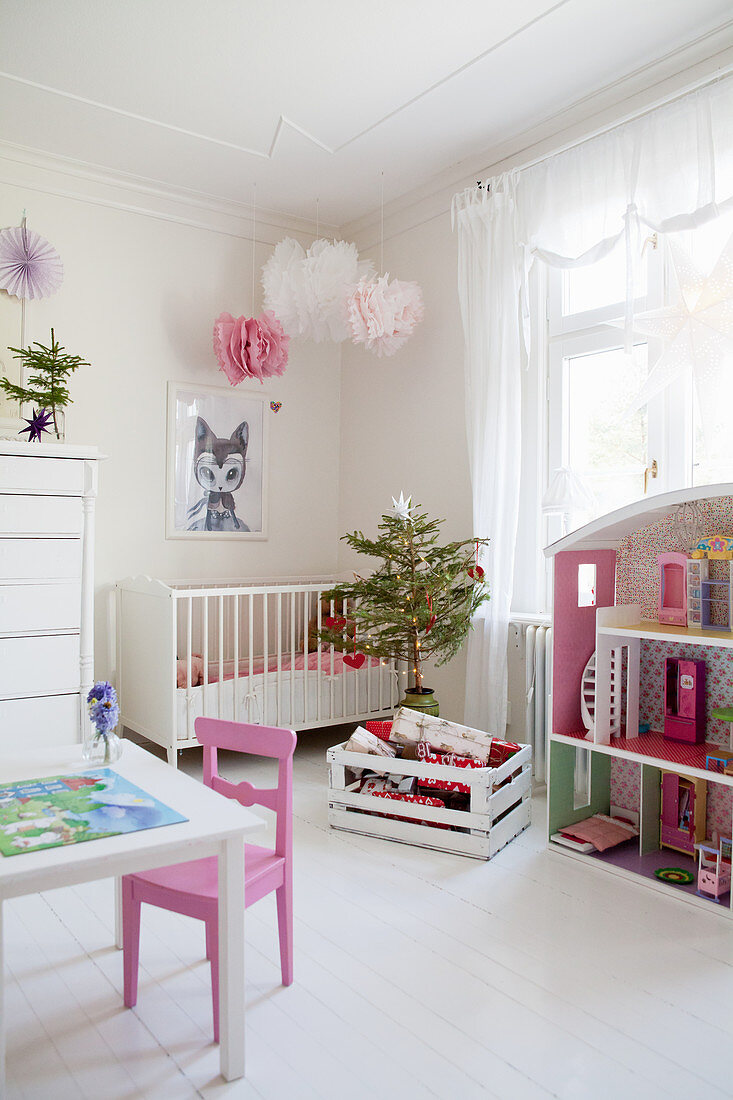 Small Christmas Tree In Child S Bedroom Buy Image 12343855 Living4media