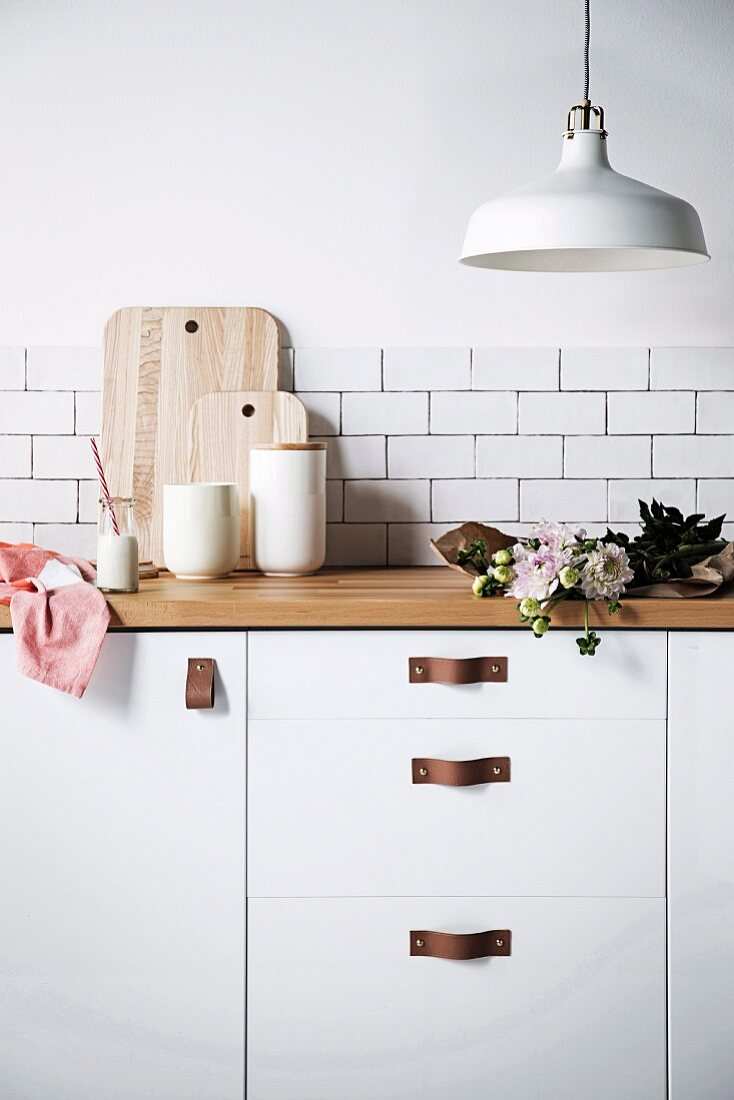 Home-made leather furniture handles on the kitchen fronts