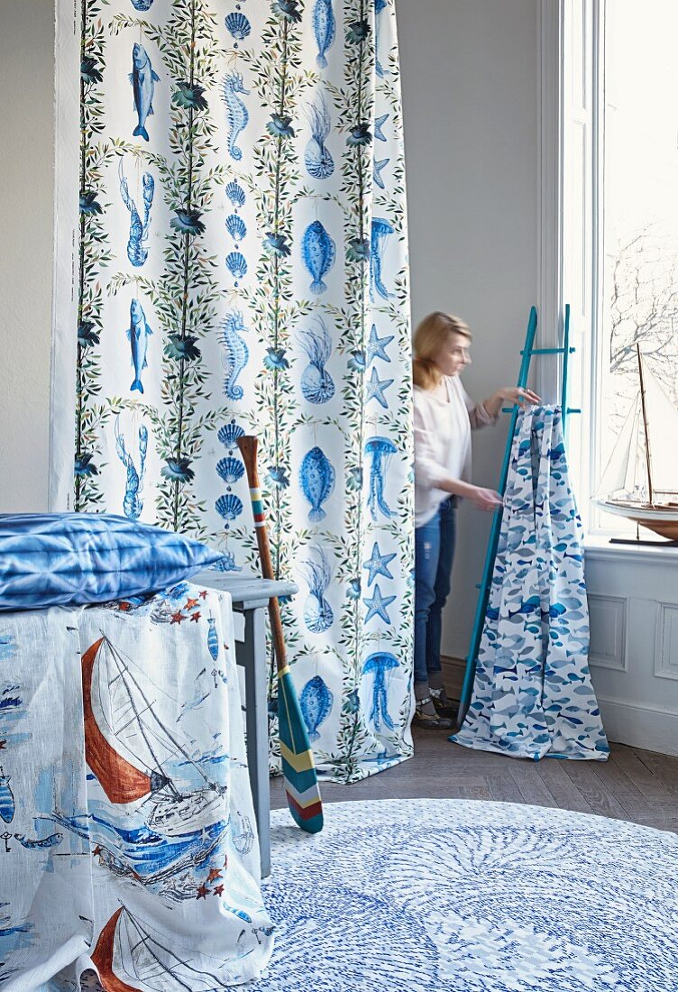 Fabric panels in maritime style