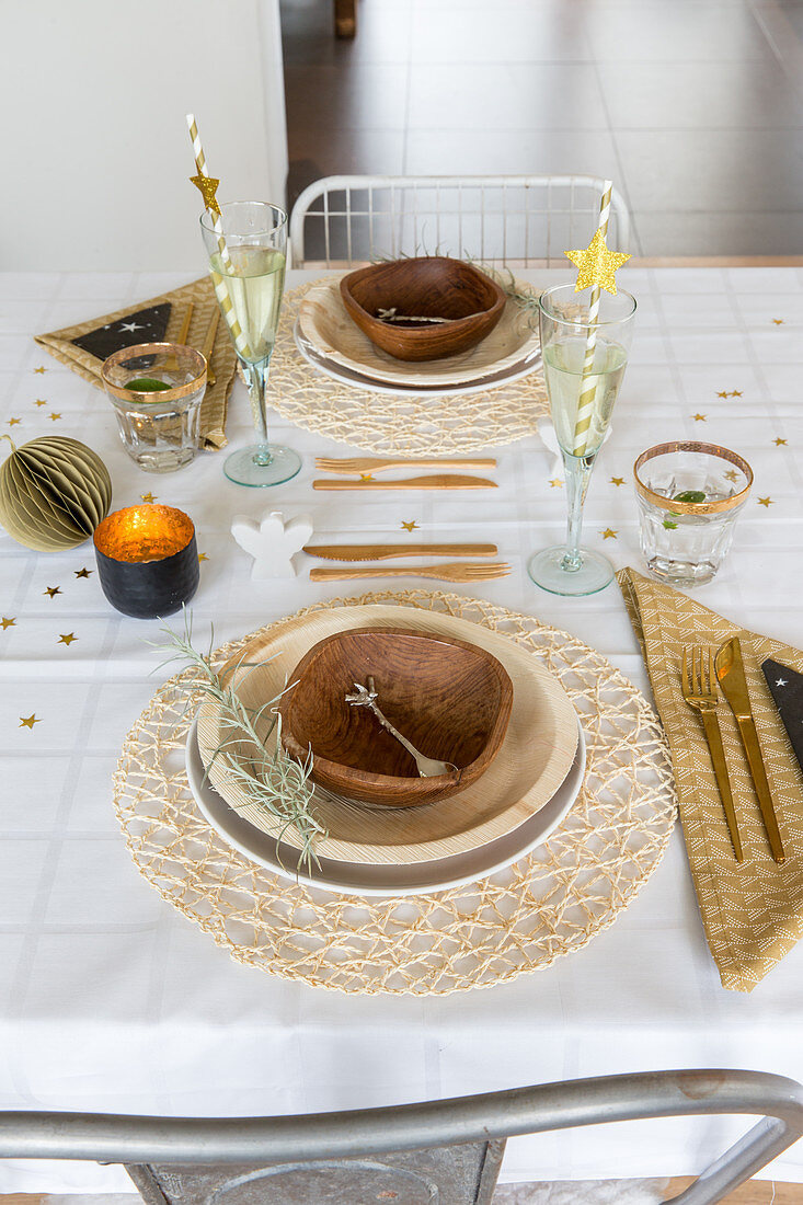Table festively set in natural shades and with natural materials