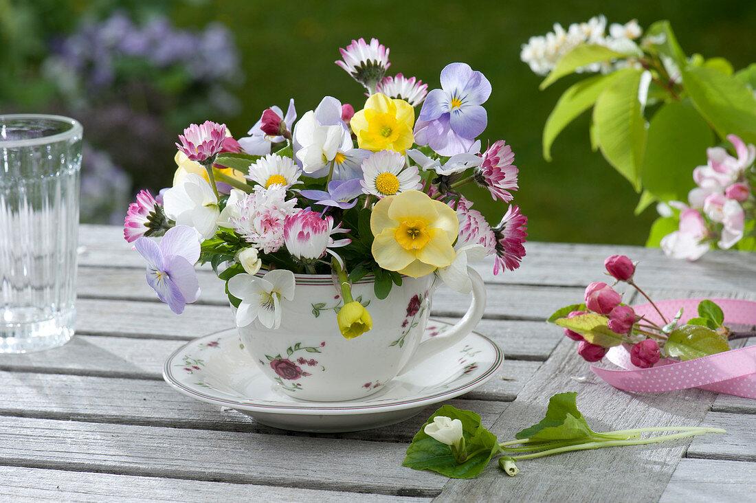 Small bouquet made with Narcissus (Narcissus), Viola cornuta