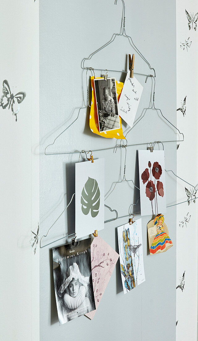 Pinboard hand-made from wire coathangers