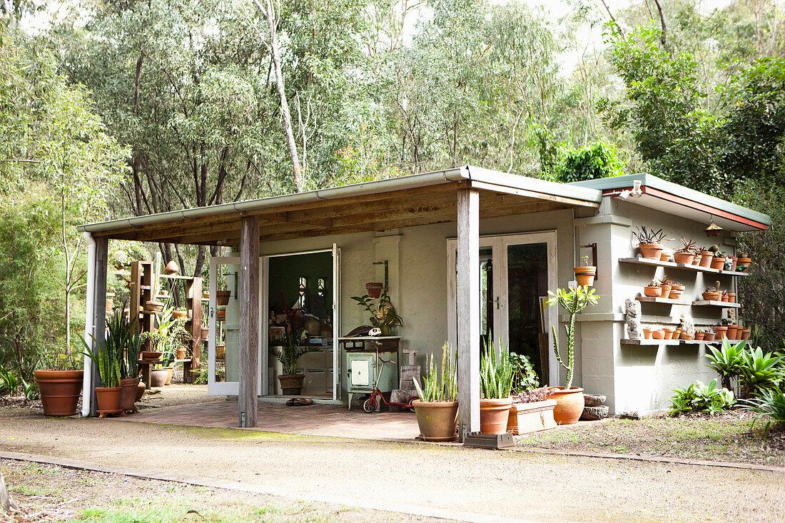 Holzhauschen Im Garten Mit Vordach Und Bild Kaufen 12602733 Living4media