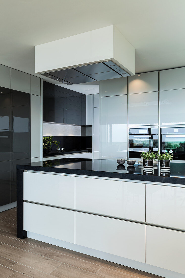 Modern Black And White Kitchen With Buy Image 12605663 Living4media