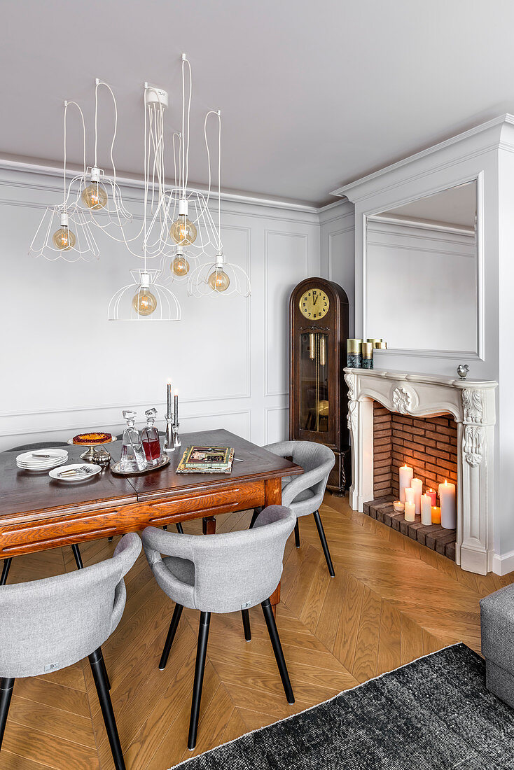 Elegant, eclectic mixture of old and new furnishings in dining room