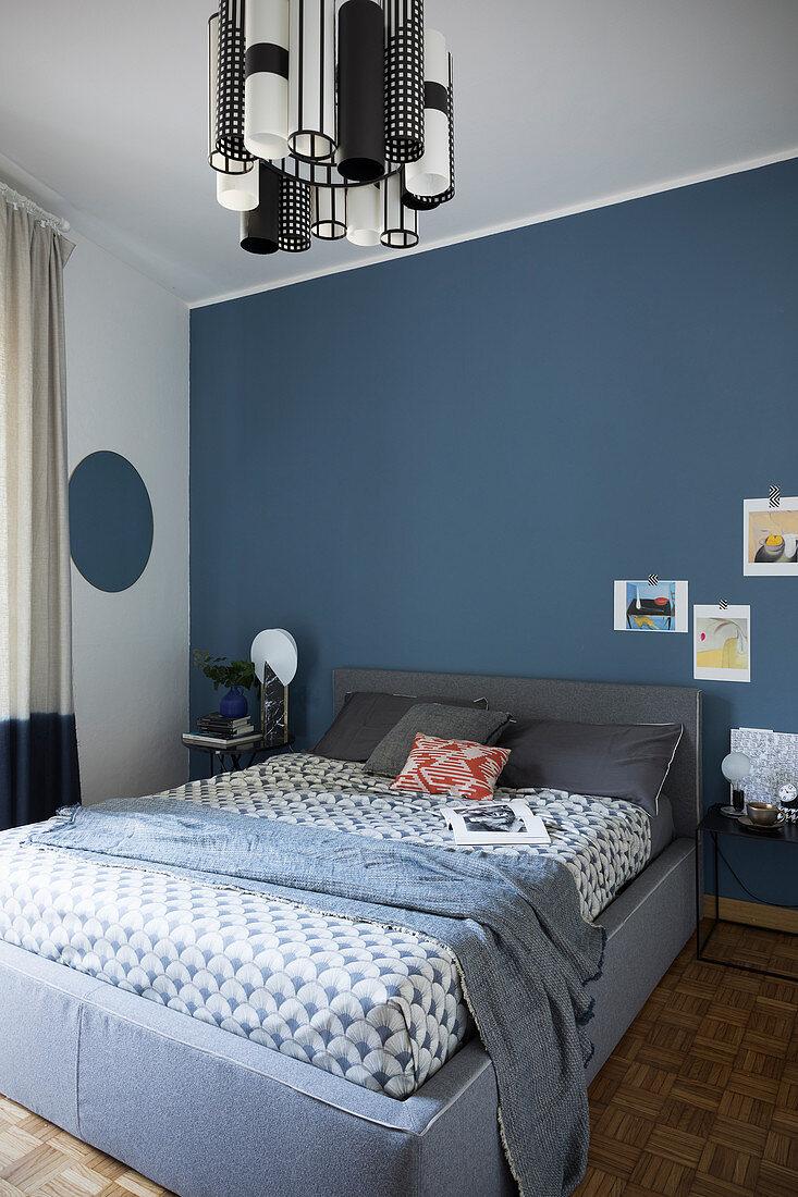 Blaue Wand Im Schlafzimmer Im Bild Kaufen 12664811 Living4media