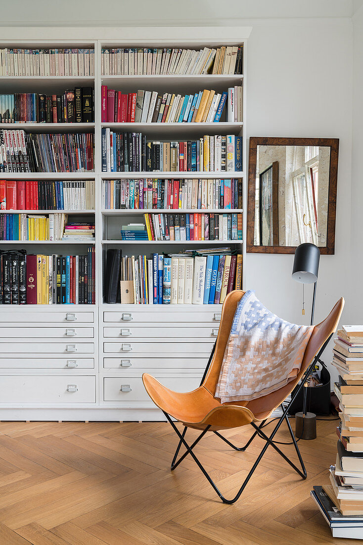Butterfly Chair and floor-to-ceiling bookcase in reading corner