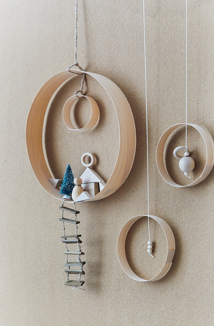 Wintry decorations handmade from rings of veneer