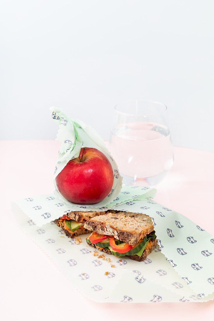 Handmade waxed wraps: sustainable wrapping for fruit and sandwich