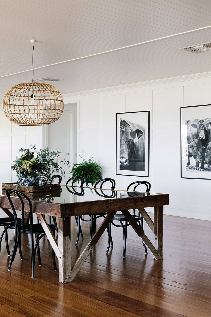 Picture of: Rustic Dining Table With Chairs In An Buy Image 12687873 Living4media