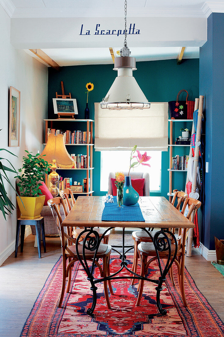Dining room in colourful eclectic style