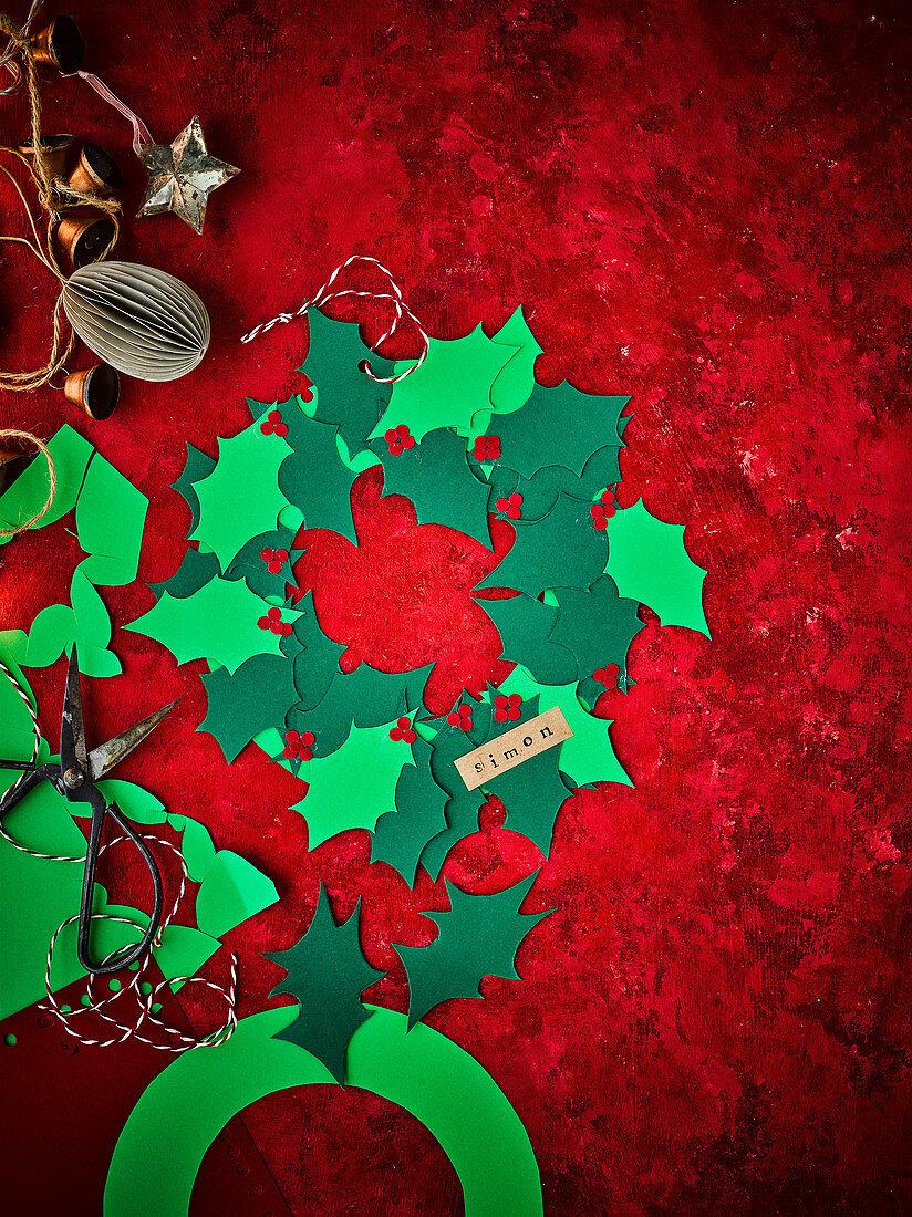 Selbstgebastelte Kranzdeko für Weihnachtsgedeck