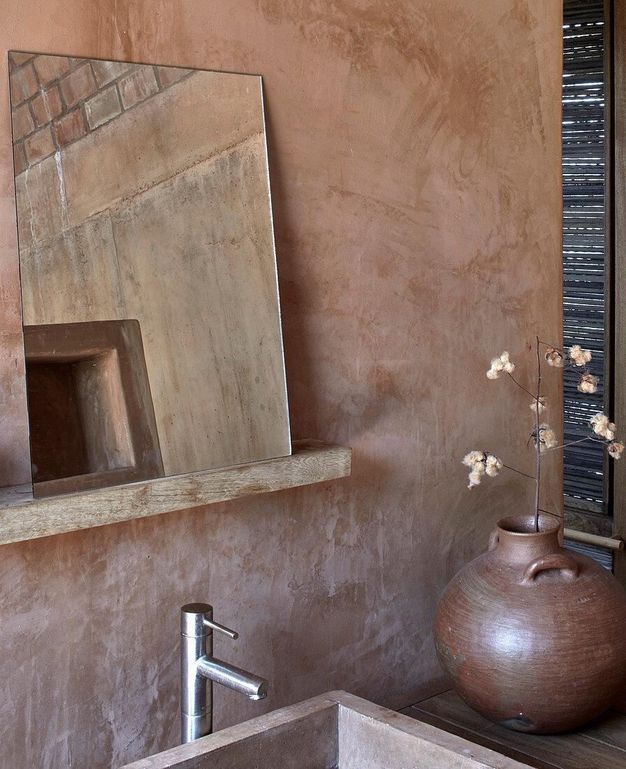 Simple bathroom in earthy shades in Casa Volta