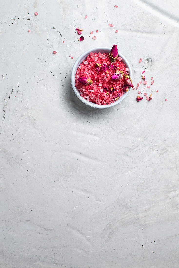 Bathing salts with rose petals