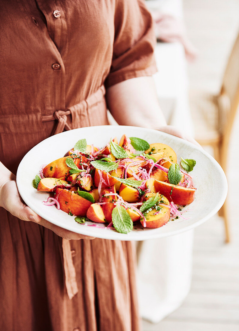 Peach and mint salad
