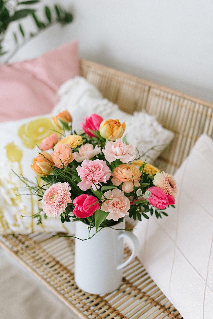 Frühlingshafter Blumenstrauß