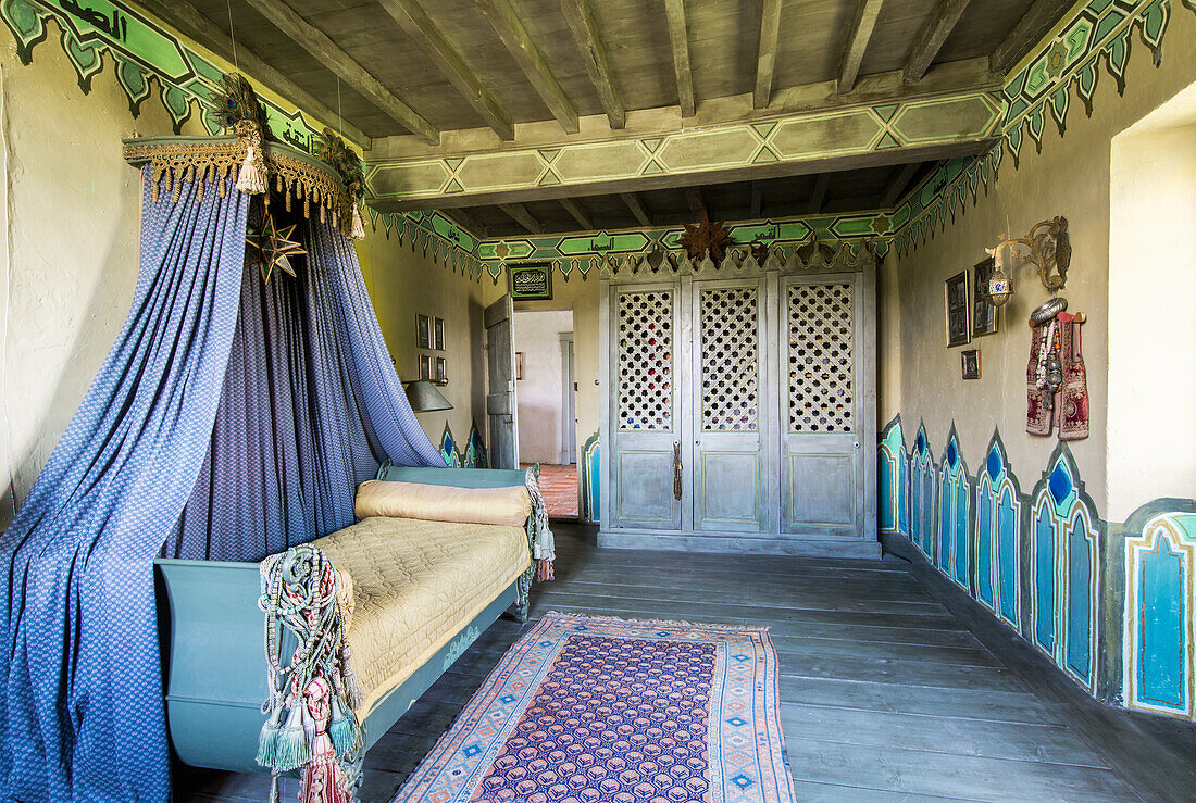 Couch with canopy in Oriental room