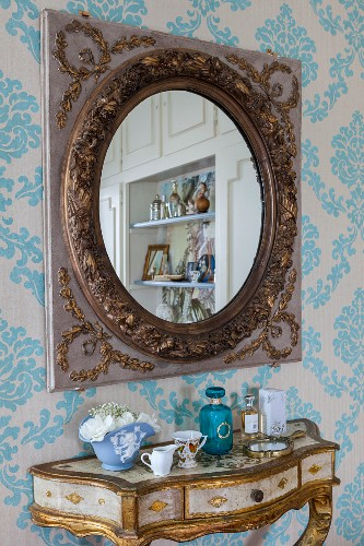 Antique Mirror Above Gilt Console Table Buy Image 11351133 Living4media