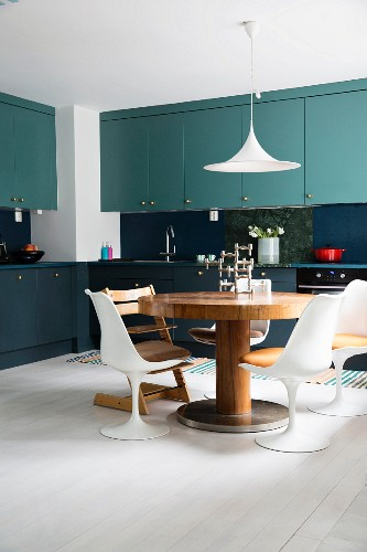 Kitchen with two-tone cabinets, round … – Osta kuvia ...