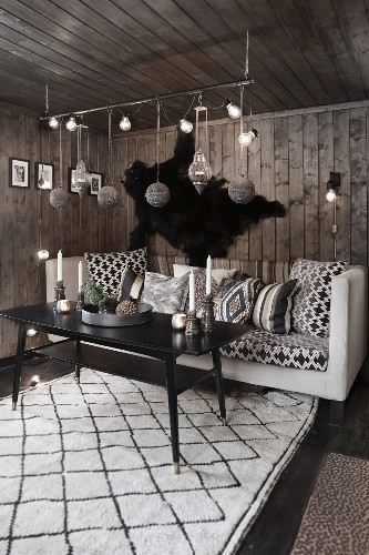Dark, cosy living room with ethnic accessories