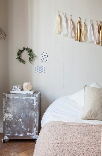 Accessories in delicate shades in bedroom