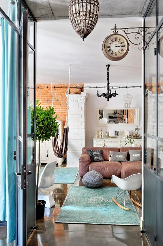 Mixture of industrial, vintage and modern styles in living room