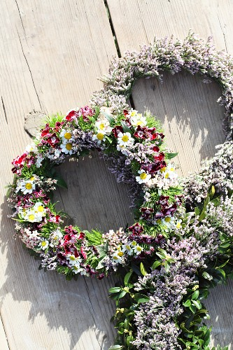 Three different wreaths of sea lavender on wooden boards