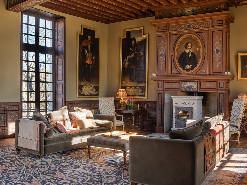 Grand living room in Château des Grotteaux