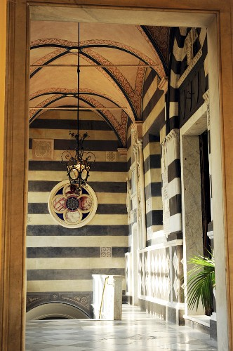 Hand-crafted, historical stairwell with Italian ambiance