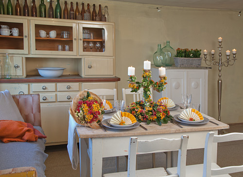 Country-house-style table decorated with flaming Katy