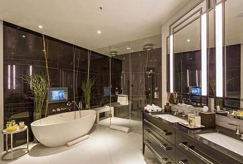 Luxurious main bathroom, Ten Trinity Square, London