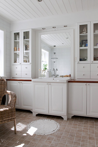 White country-house-style bathroom cabinets