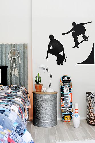 Wandbild mit Skatern im Jugendzimmer
