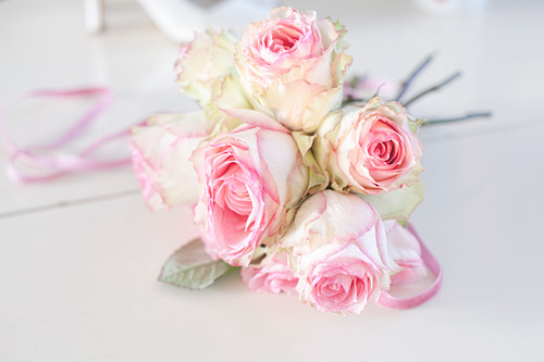 Bouquet of two-tone roses