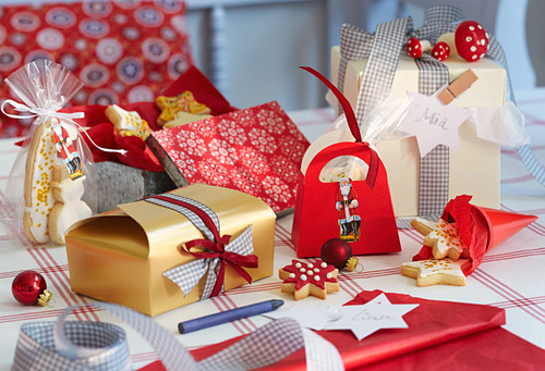 Christmas biscuits decoratively gift-wrapped