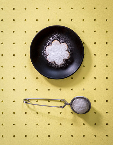 Tea infuser repurposed as icing-sugar sieve