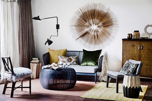 Designerstil im Wohnzimmer in Erdfarben