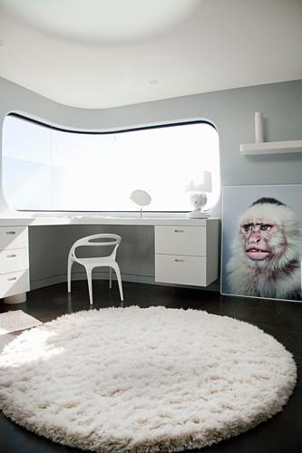 Futuristisches Badezimmer mit geschwungenen Wänden