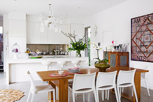 White Ed Kitchen With Island And