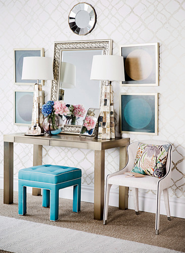 Symmetrical decoration around a golden console table