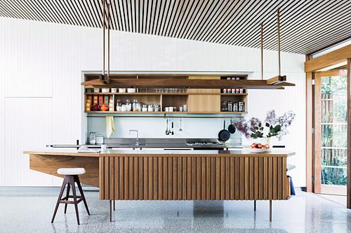Open kitchen with retro kitchen island in front of patio door