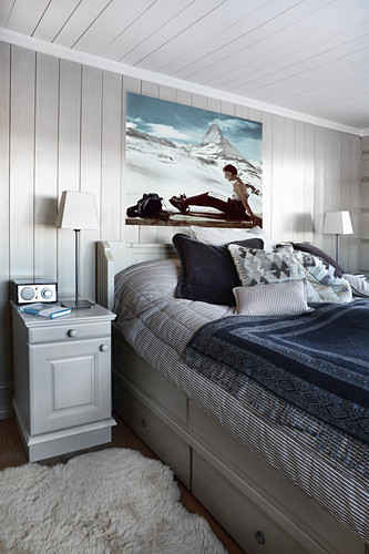 Country-house-style bedroom in wintry colours