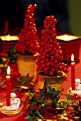 Christmas table decoration with ivy and rose hips (detail)