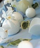 Table decoration: white balls, Phaleonopsis and Cattleya